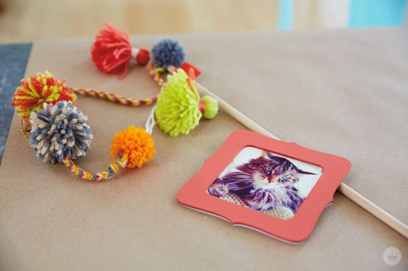 DIY pom pom cat toy